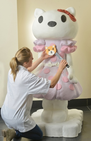 HELLO KITTY CELEBRATES HER 40TH ANNIVERSARY WITH LIFE SIZE CAKE